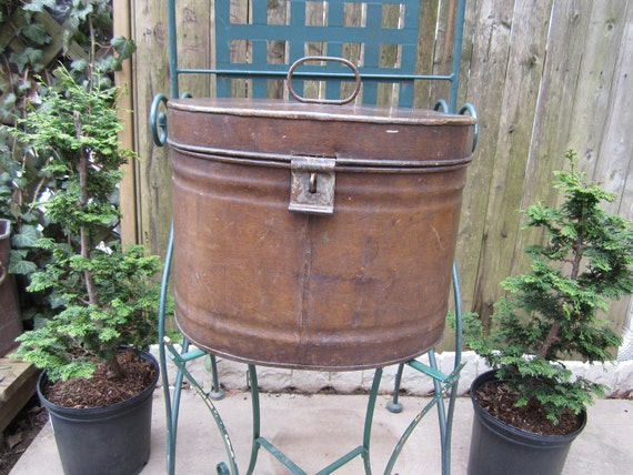 Vintage Oval Shaped Tin Hat Box with hinged lid and handle