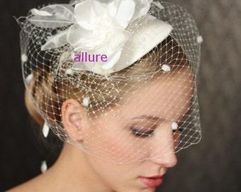 Ivory BIRDCAGE VEIL . Amazing bridal hat, wedding head piece. Beautifull hair flower. Chenille. Dots