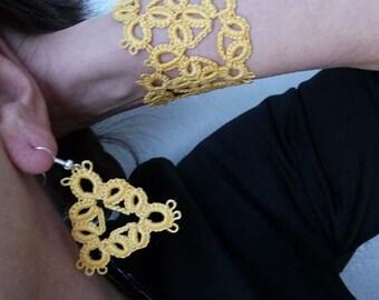 Tatting earrings and bracelet yellow .