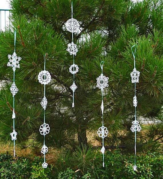 Tatting Christmas garland white snowflakes .