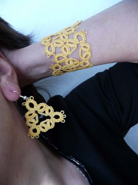 Tatting earrings and bracelet yellow .