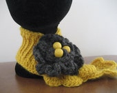 Crochet scarf : Fantastic scarf with grey flower brooch featuring yellow wooden beads. A little bit of sunshine goes a long way xo
