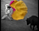 Before the toril - Signed photo 4 x 4 - Corrida Bullfighting Bulls Torero Matador Bullfight yellow pink