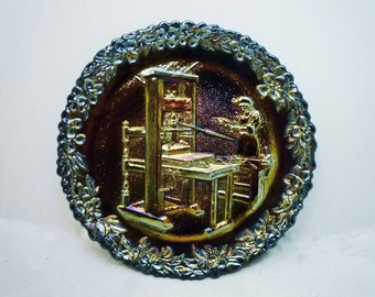 """FENTON Iridescent Carnival Glass COLLECTOR PLATE """"American Printers"""" - No.2 in the Craftsmen Series // Free Shipping"""