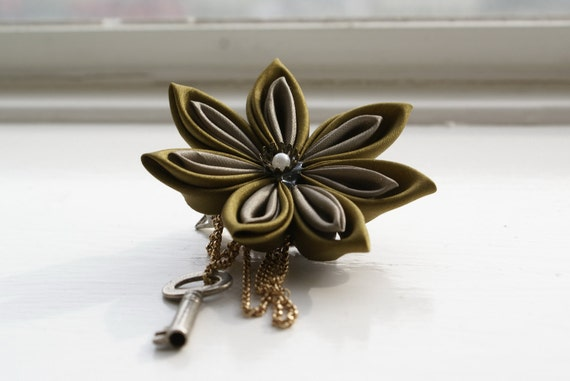 Kanzashi Brooch/Hair Clip: Kanzashi Flower Brooch Pin / Hair Flower / Corsage in Burnt Gold and Gray