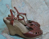 RESERVED 70s t strap wedges (( 5.5 ))
