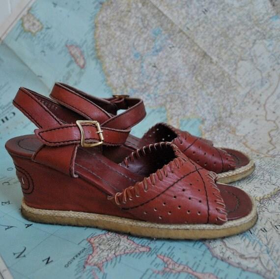 SHOP SALE Vintage 70s leather wedge sandals (( 8 ))