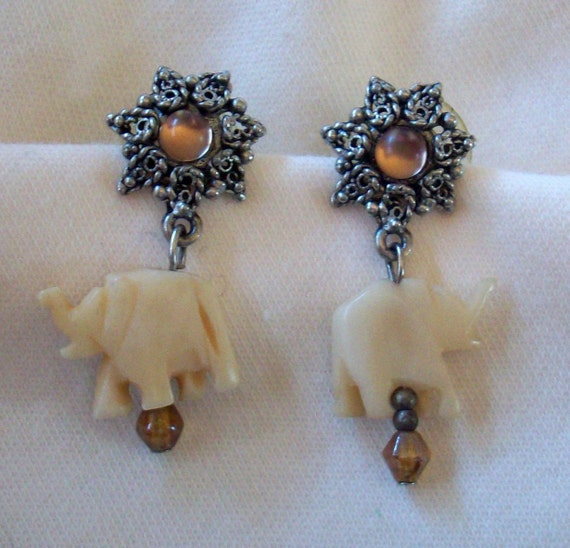 Vintage Silvertone Post Pierced Elephant Earrings - Elegant and Dressy