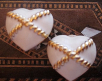 Heart Earring / Anne Klein / Anne Klein Jewelry / Enamel Jewelry / 80s Earring / Enamel Earring / Clip On Earring / Cream / Designer Jewelr