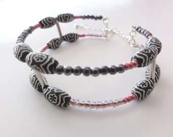 Beaded memory wire bangle - Double bangle / bracelet / cuff with violet and black beads - one of a kind jewelry