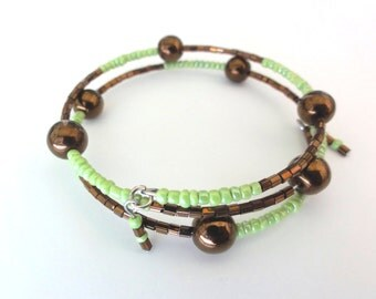Beaded memory wire bangle - Two tones memory wire bangle with metallic brown glass beads