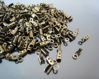 Finding - 20 pcs Vintage Antique Brass Small Crimps Tone Fold Over Cord Ends Caps With Loop ( 8mm x 3mm )