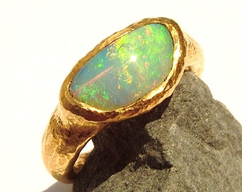 22K gold Australian Opal crystal ring