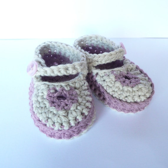 Items similar to Crochet PATTERN Baby Booties Cute Keyhole ...