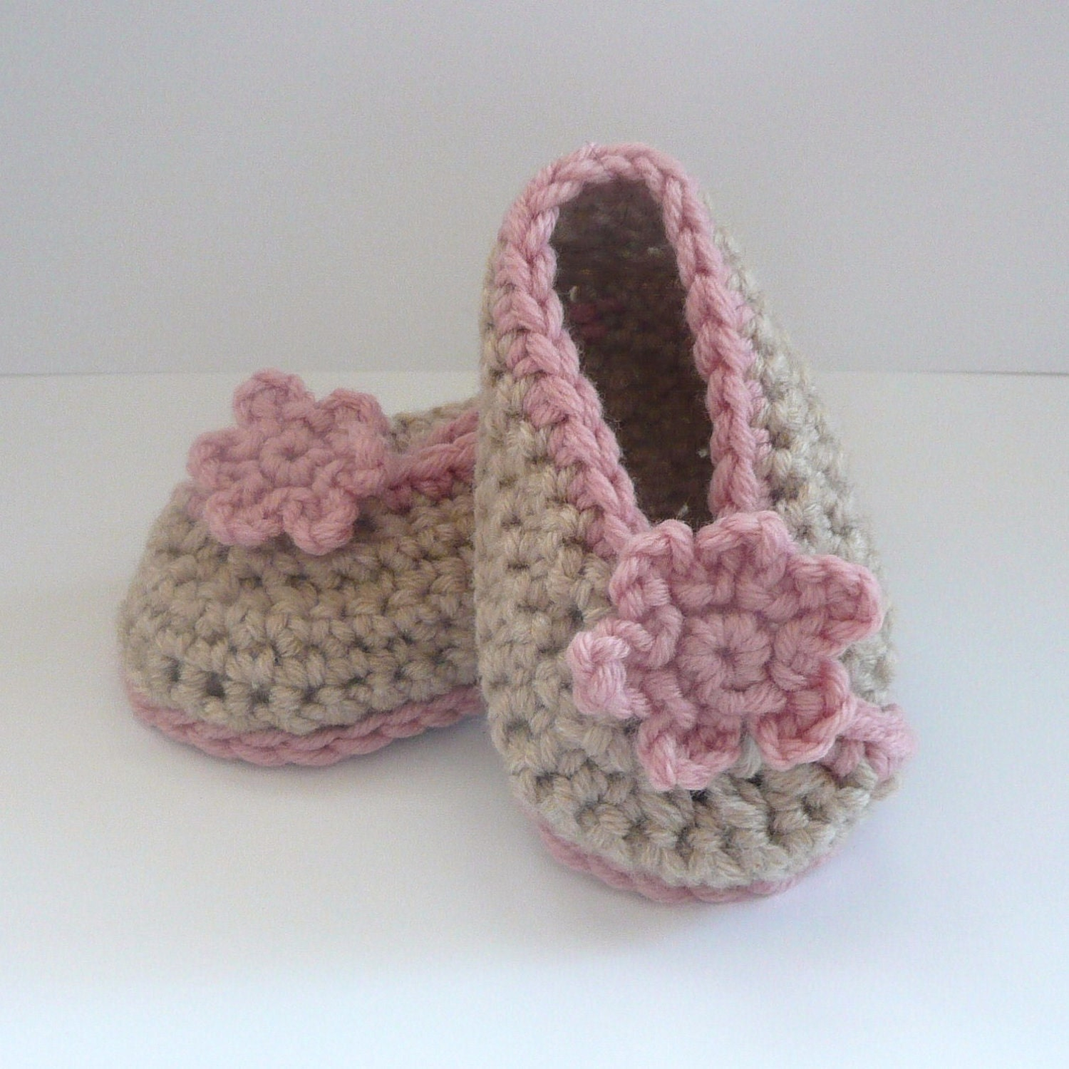 Crochet PATTERN Baby Booties Crossover BABY SHOES by Keen2Crochet
