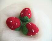Felt food - Felt fruits -  Strawberries - Set of 3 Felt Wool Strawberries