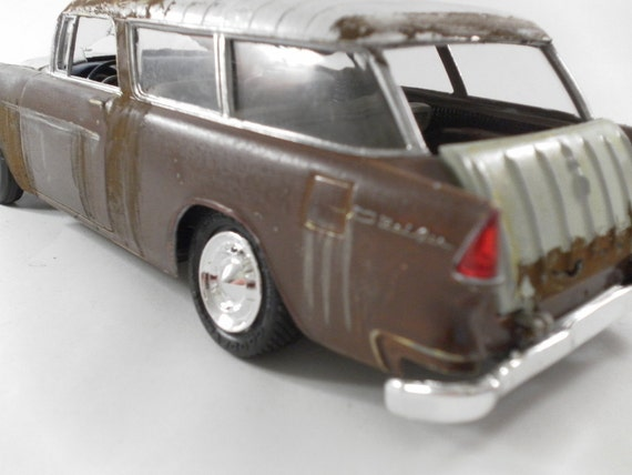 1955 Chevrolet Nomad 1/24 scale model car in brown