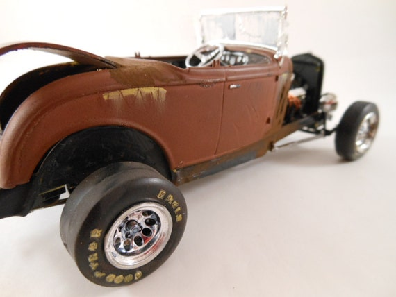 1930s Ford 1/24 scale model rat rod car in chocolate brown