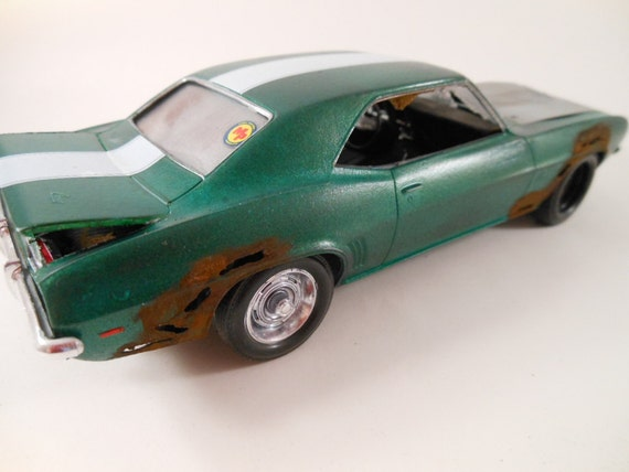1969 Camaro 1/24 scale model car in green
