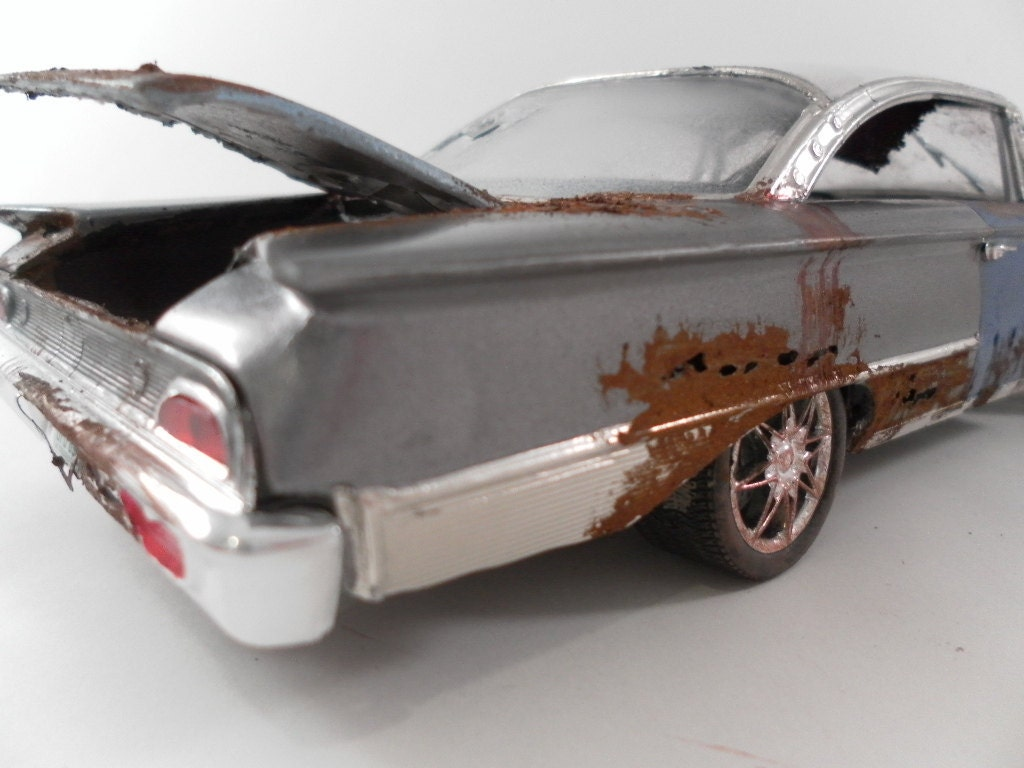 1960 Ford Starliner 1/24 scale model car in grey and white