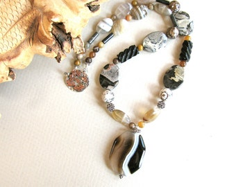 Black and white necklace, Lace Agate Pendant, Botswanna Agate, Silver Lace Agate, Onyx, gemstones, Fire Agate, beaded necklace 037