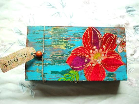 Hand painted folk art box (Flower No.3 / 1)