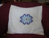White-gold pillow case with blue flower