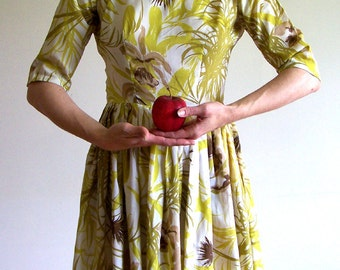 Vintage 1950s yellow floral garden party day dress