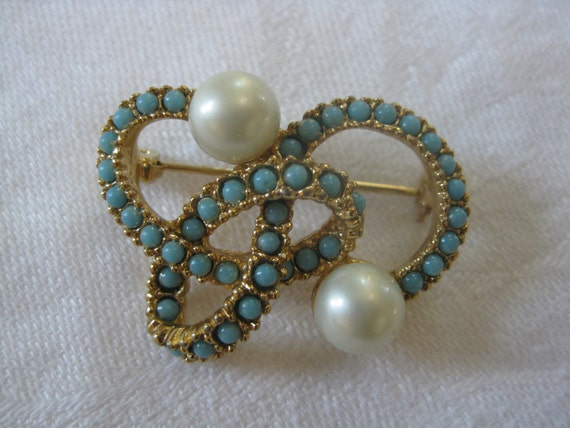 Vintage Faux Pearl and Turquoise Gold Tone Brooch Pin