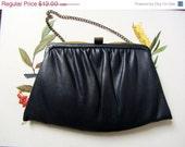 SALE Navy leather purse // 80s vintage navy clutch