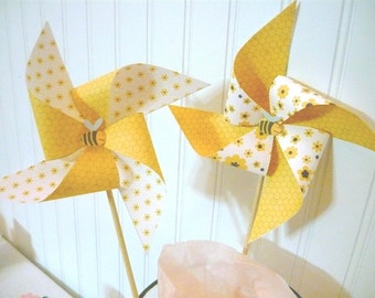 Bumble Bee pinwheels,INSTANT DOWNLOAD, pinwheels, bumble bee, bee birthday decorations, bumble bee party decorations, black and yellow