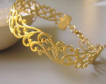 Bridesmaids gift, Filigree bracelet, Bridesmaid gold bracelet,  gold bangle, Cuff lace Bracelet, Vintage 18k gold bracelet, Bridal jewelry