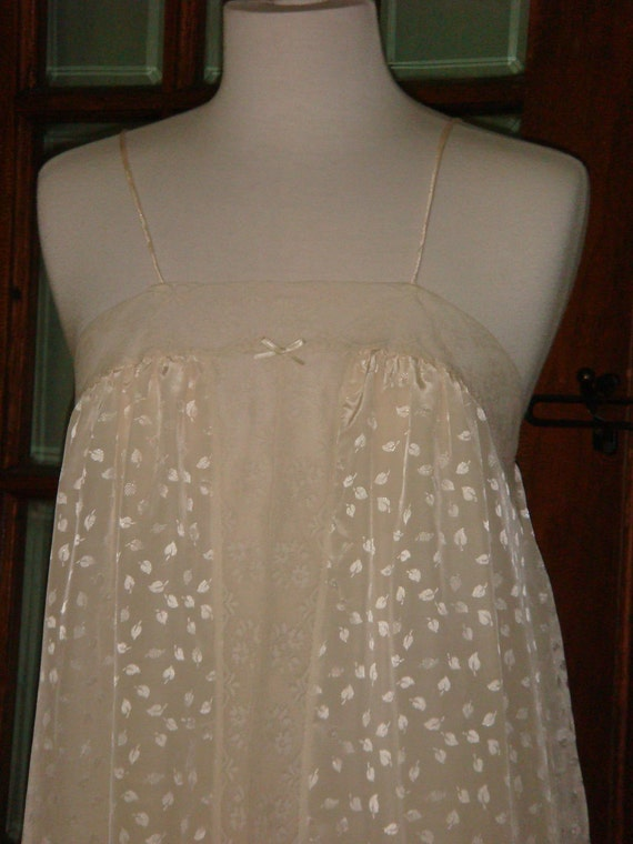 Vintage Cream Lingerie Night Gown Lace and Shimmer 1980s
