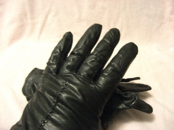 PRIVATE Listing for Robin F Vintage Black Leather Rayon Lined Gloves Perfect for Motorcycle Mama still in good condition Only 4USD