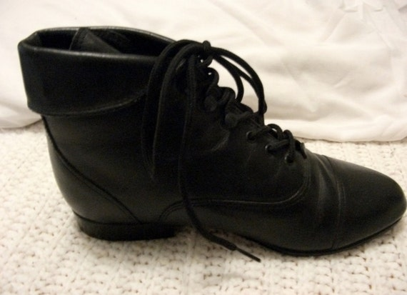 Vintage Black Leather Granny Boots size 6 in Good Condition with Front Lace Closure Steampunk, Goth, Victorian Only 12 USD
