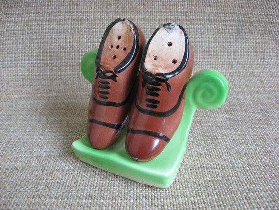 Retro Shoes on Rack Salt & Pepper Shakers - 1950's
