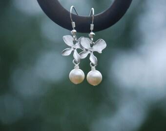 Swarovski Pearl Flower earrings (Silver)