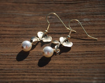 Swarovski Pearl Flower earrings (Gold)