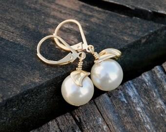 """Lovely """"Apple"""" Earrings, Apple, Gold, Large Swarovski Pearl, Apple Earrings, Pearl Earrings, Mother's Day Gift"""