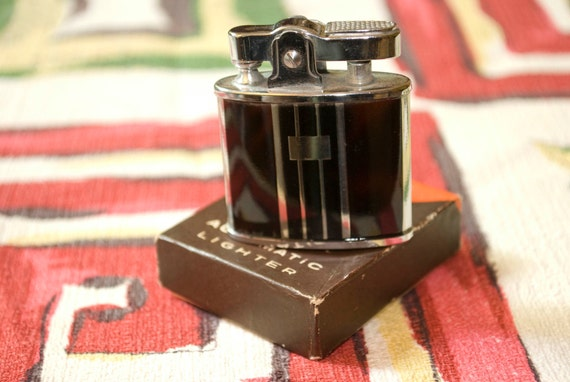 Vintage 40s or 50s De Luxe ATC Pocket Lighter New In Box