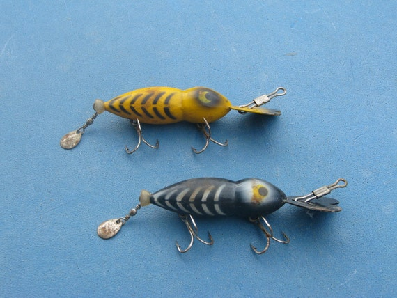 2 lot collectible antique vintage lure fishing lures old rare for Fishing lure collection