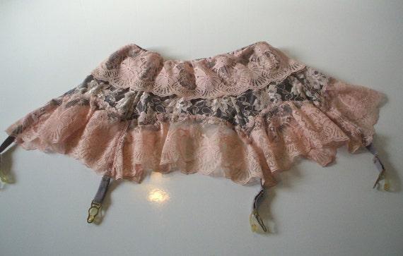 vintage garter belt... .size small.