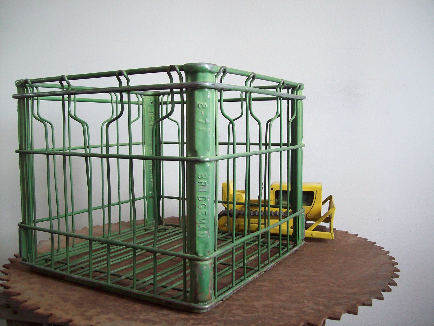 Vintage bridgemans metal milk crate green original paint free for What to do with milk crates