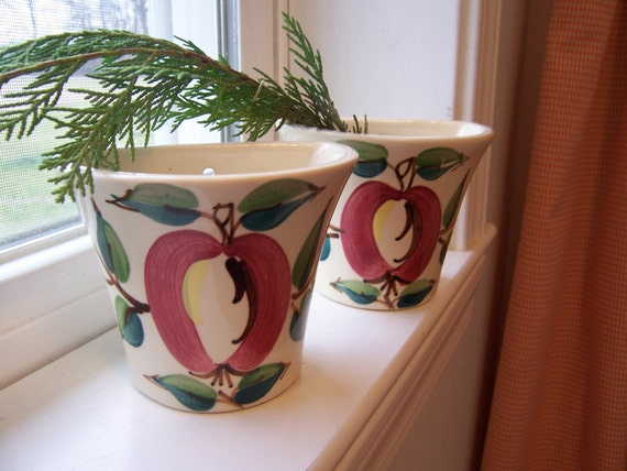 Mid century apple wall vase-instant retro collection of 1940's pottery-handpainted pottery-RARe pottery piece