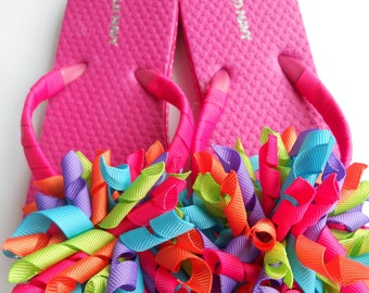 Bright summer boutique style flip flops with matching korker pony streamer
