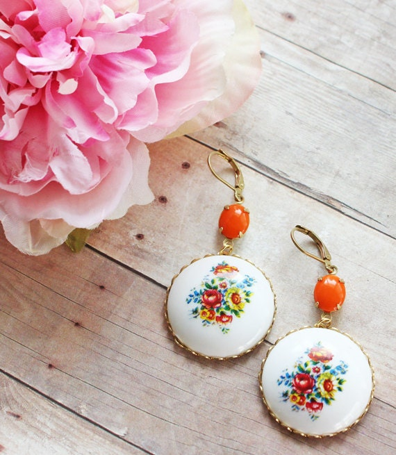 Hippie in Love.  Boho Vintage White Floral Cameo Earrings. Urban Vintage. Bohemian Chic Earrings, White and Tangerine Floral Jewelry.