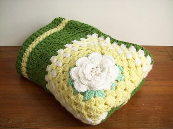 Vintage Crocheted Daisy Afghan Blanket