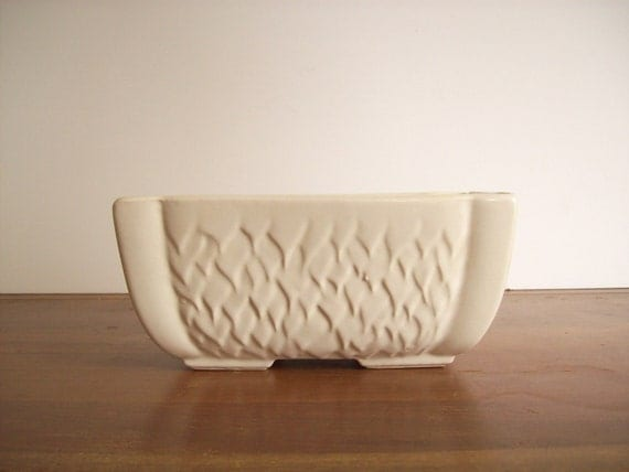 Ivory Planter, Vintage Pottery, Flame Pattern