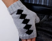 SALE Hand knit Men wool mittens gloves gray black for him