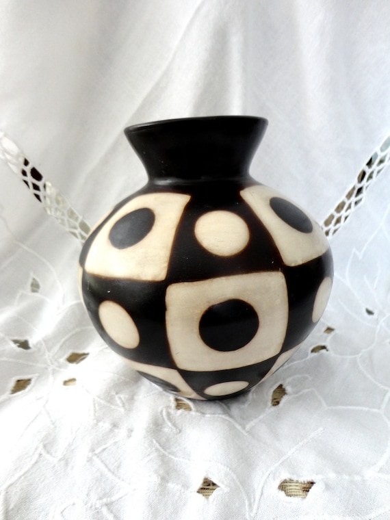 Vintage Collectable Vase Signed by Artist Valeriano Paz - Chulucanas Peru Pottery